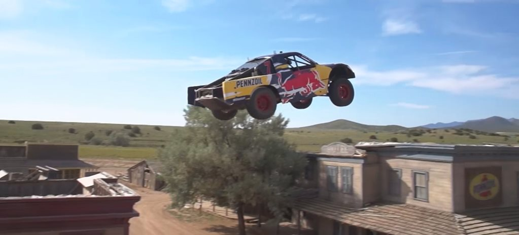 Trophy Truck sets world record jump