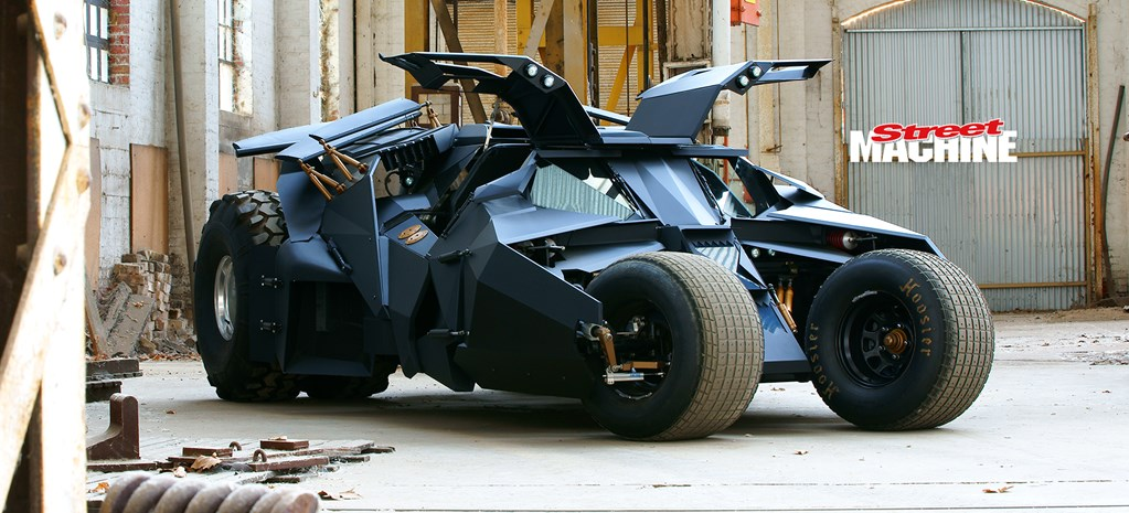 AUSSIE BLOKES BUILD A BATMOBILE