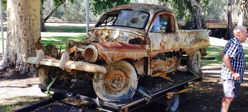 GALLERY: RUSTED-OUT FJ UTE ENTERS CAR SHOW