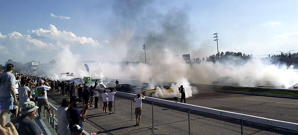 VIDEO: YANKS STEAL BACK THE GUINESS WORLD RECORD BURNOUT TITLE
