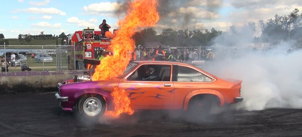 VIDEO: FRYZEM – MASSIVE BURNOUT FIRE AT TREAD CEMETERY 2015