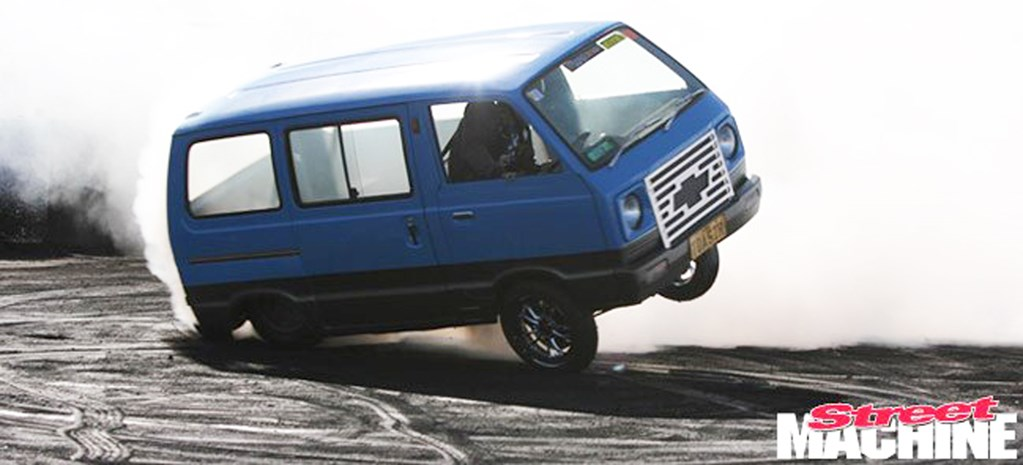 VIDEO: WORLD'S BEST BURNOUT VANS
