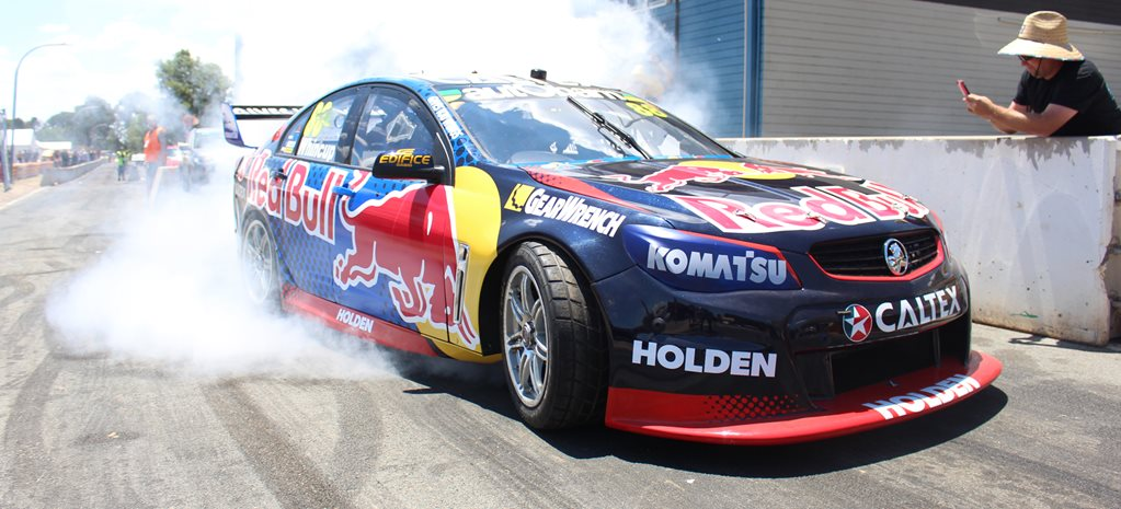 VIDEO: REDBULL V8 SUPERCAR BURNOUT AT SUMMERNATS 29