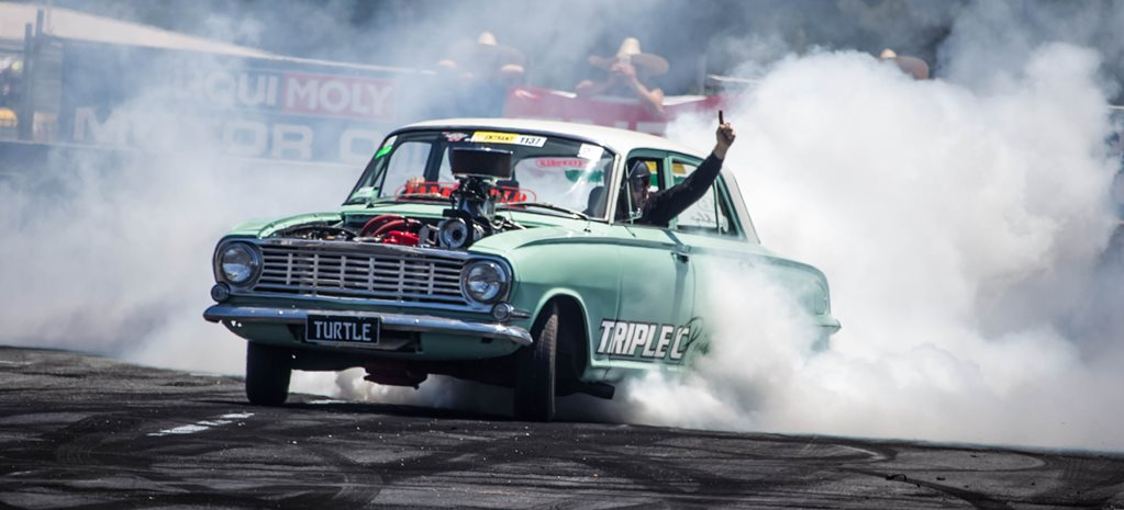 VIDEO: TURTLE THE VAUXHALL VICTOR BURNOUT CAR AT SUMMERNATS 29