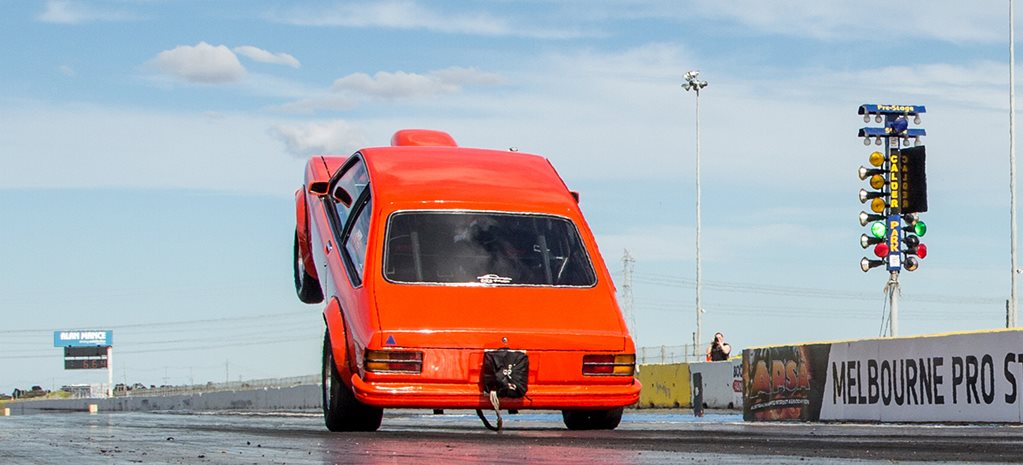 WHEELSTANDING TORANA HATCH AT CALDER PARK - VIDEO