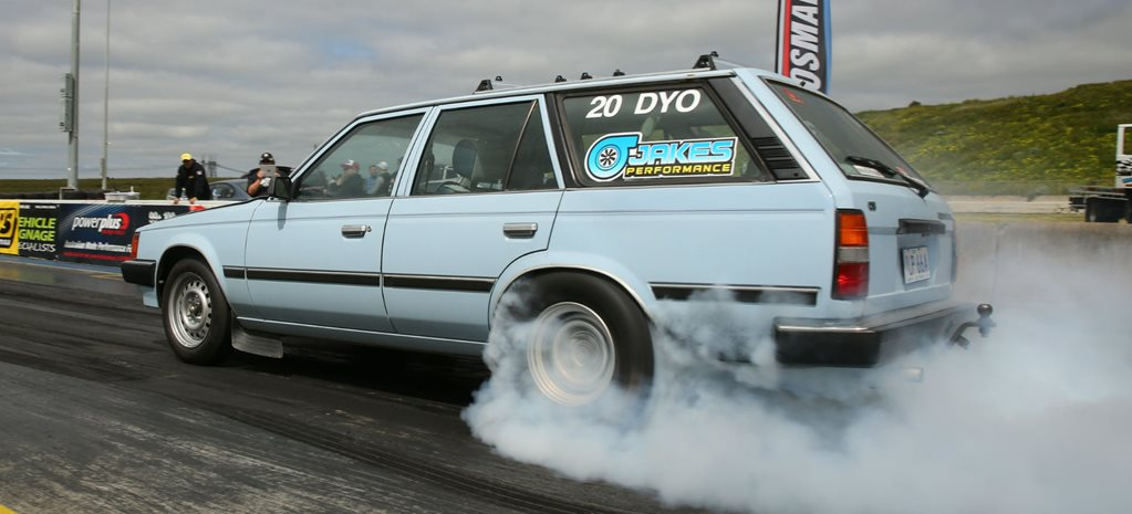 DRAG CHALLENGE: LS-POWERED TOYOTA CORONA DESTROYS ITS ENGINE - VIDEO