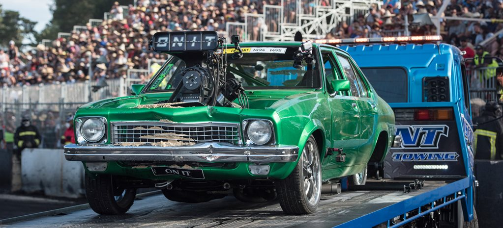 ONIT TORANA CRASHES DURING BURNOUT MASTERS QUALIFYING - VIDEO