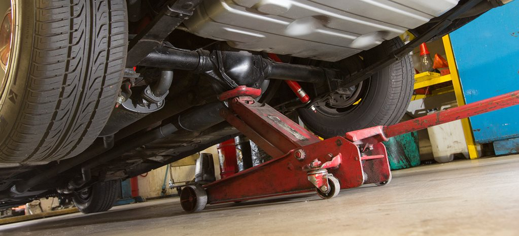 HOW TO SAFELY JACK UP AND SUPPORT YOUR CAR - TECH TORQUE