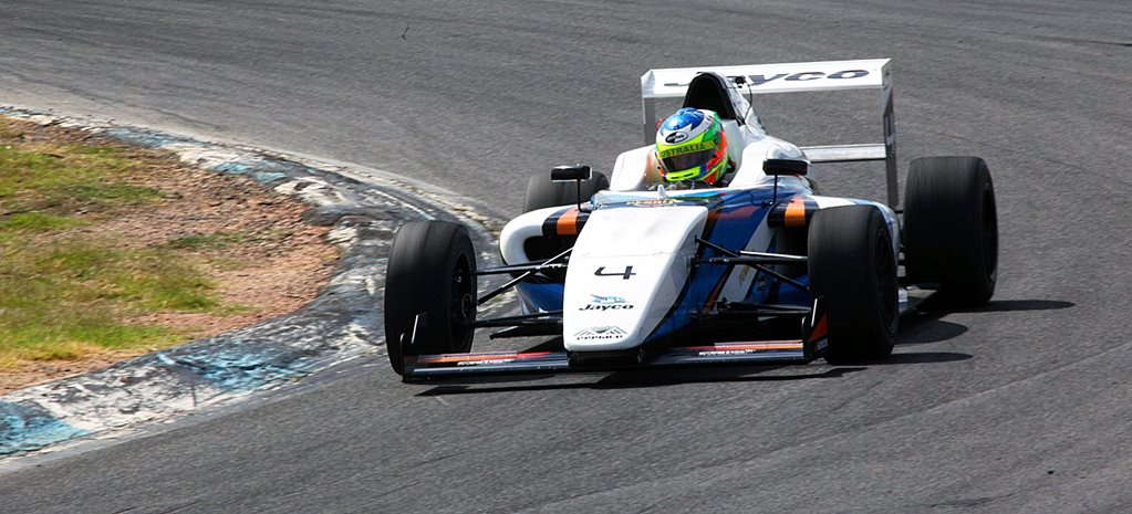 2015 Formula 4 racing car review