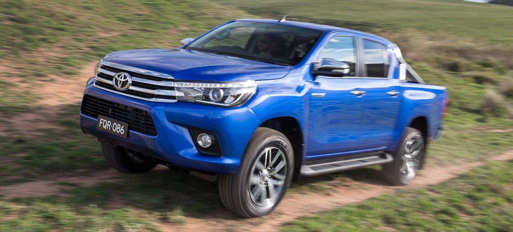 2015 Toyota Hilux first official pics