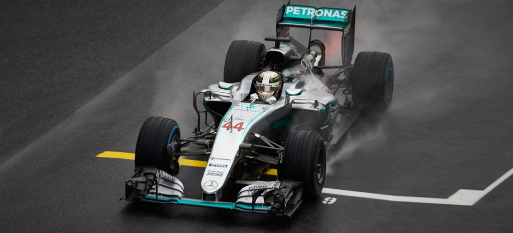 Lewis Hamilton reigns supreme in teeming Brazil F1 Grand Prix