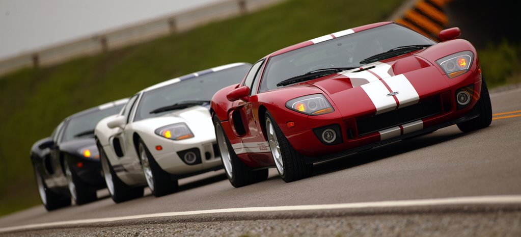 2005 Ford GT group of three cars_wide