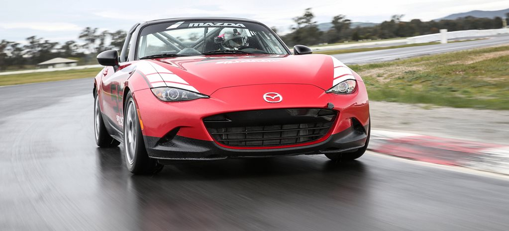 Mazda MX5 Cup front on LONG