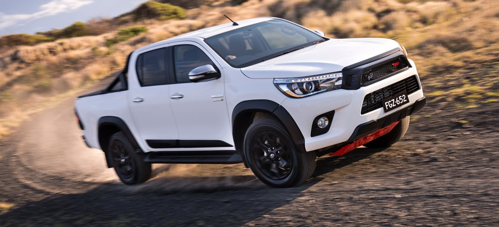 2017_Toyota_HiLux_TRD_Accessories_06hr_wide