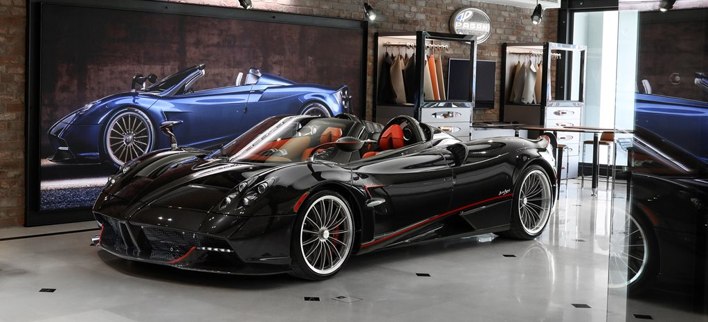 Huayra Roadster Showroom WIDE