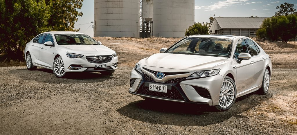 Holden Commodore Calais vs Toyota Camry SL Hybrid comparison review