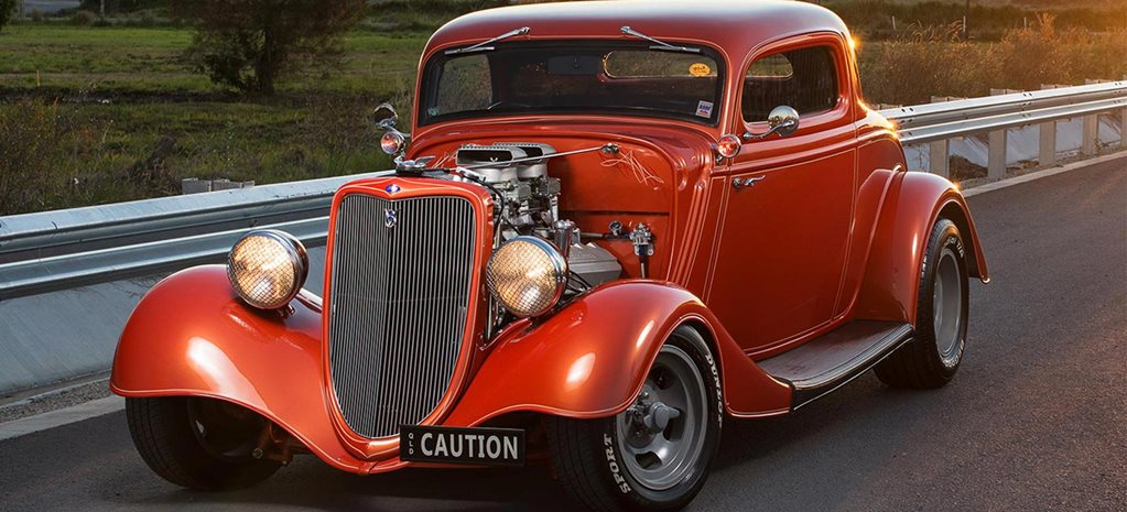 1934 Ford coupe front
