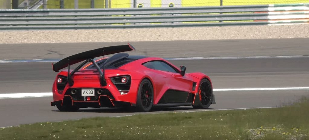 Zenvo TSR-S crazy rear wing looks broken, isn't