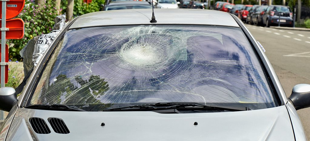 Cracked windscreens now smashing car owner's wallets