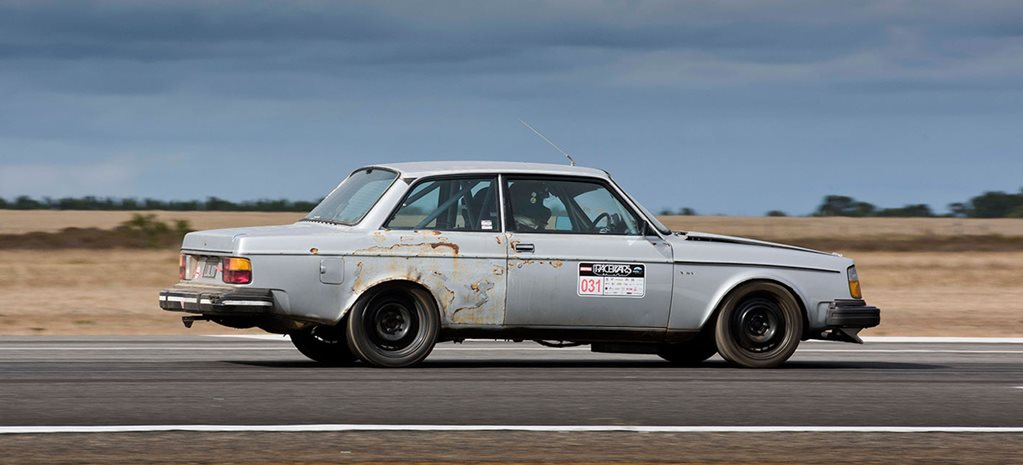 Andrew Strickland's 242GT Volvo LOLVO at Racewars - video