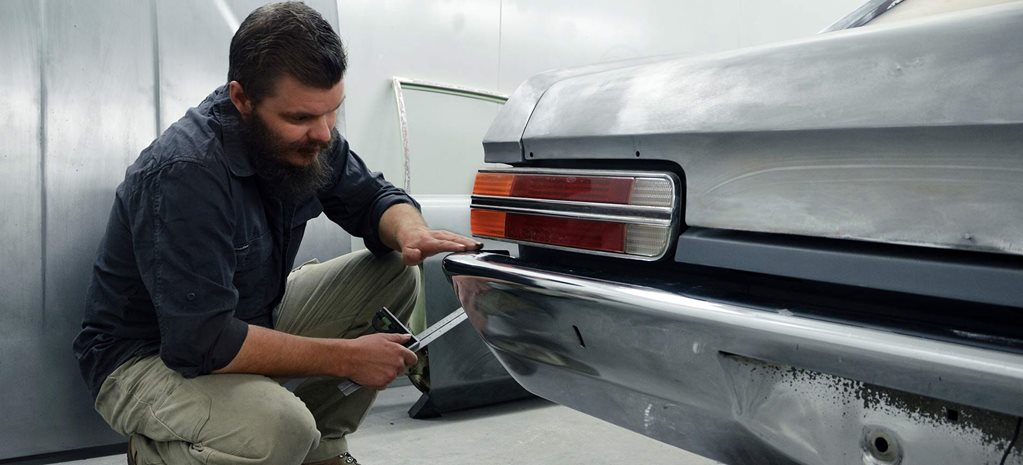 How to tuck a car's rear bumper