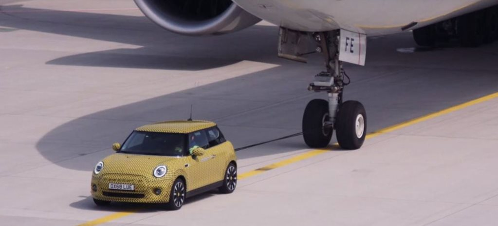 MINI Electric tows a plane