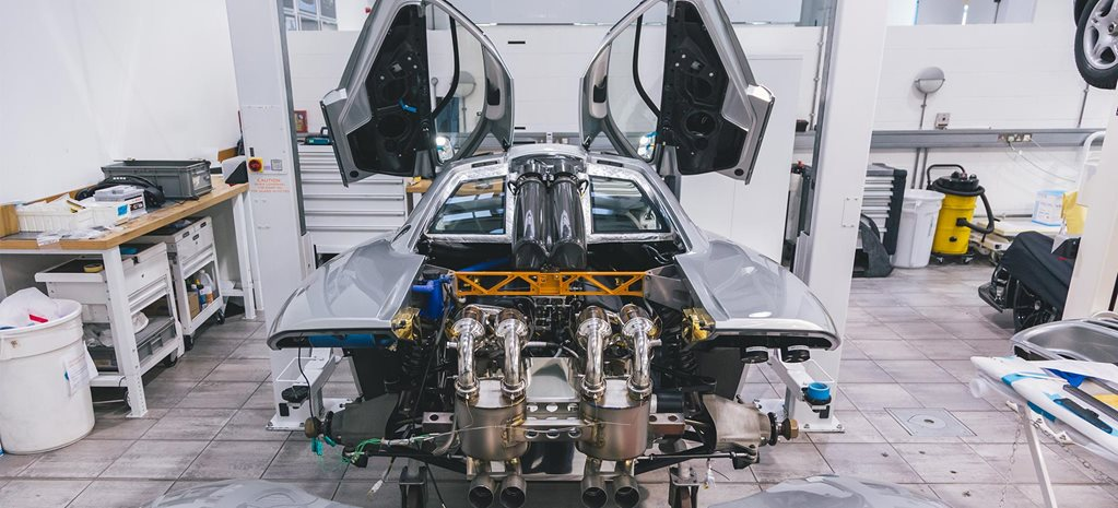 McLaren F1 routine maintenance service feature
