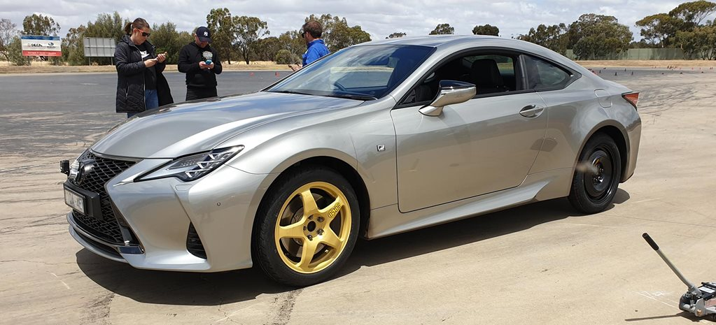 Space-saver spare tyres on Lexus RC