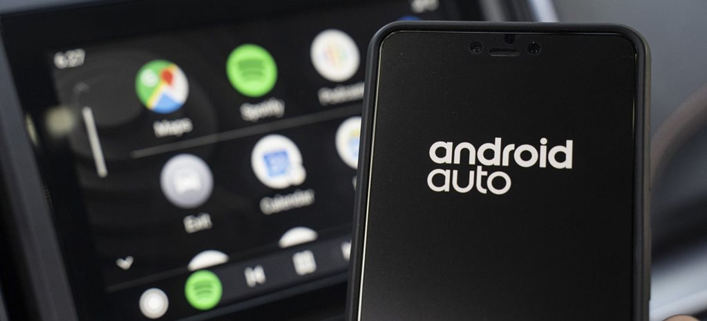 Ditch the cables! Android 11's going to offer wireless Android Auto