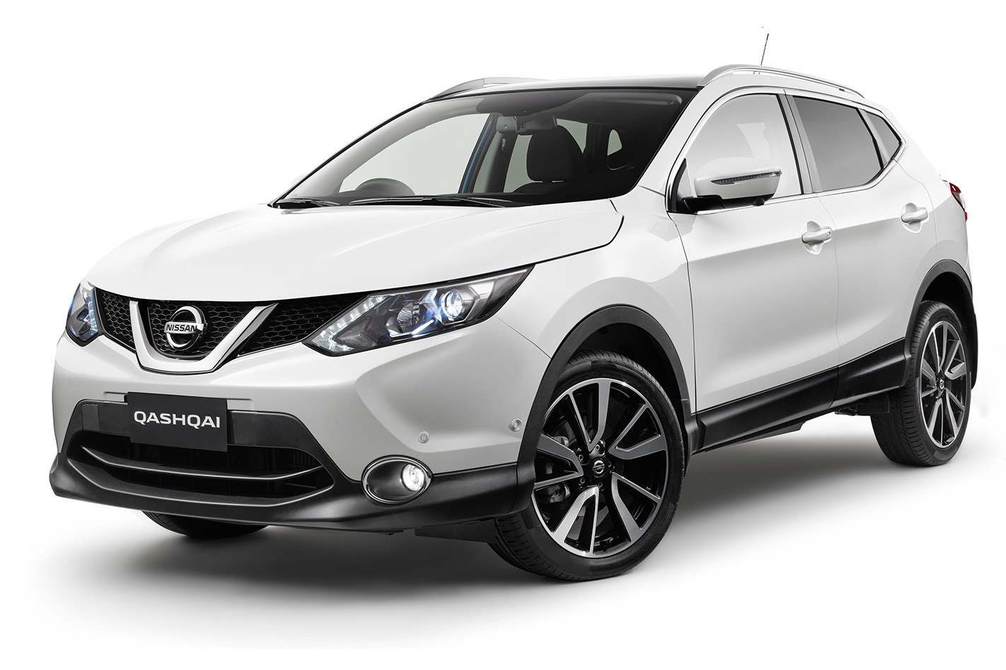 the motoring world nissan celebrates ten years of the qashqai with over 3 3 million sold. Black Bedroom Furniture Sets. Home Design Ideas
