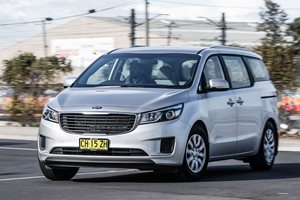 2017 Kia Carnival Review