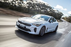 2017 Kia Stinger 330Si quick review