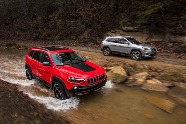 2019 Jeep Cherokee revealed at Detroit