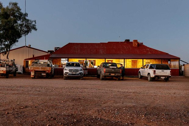 4x4 Pubs Albert Hotel Milparinka NSW