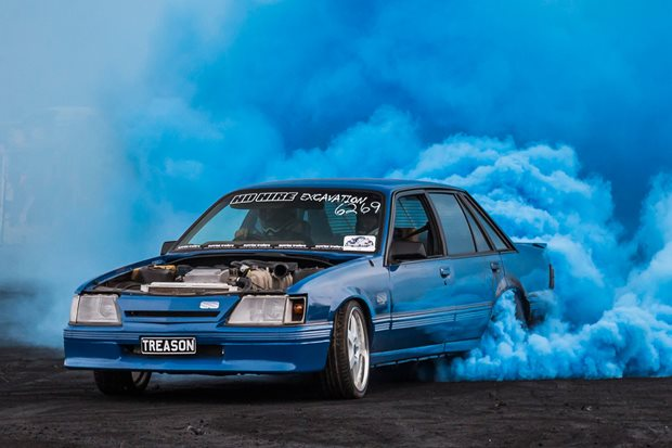 Barra-swapped VK Commodore burnout car – Video