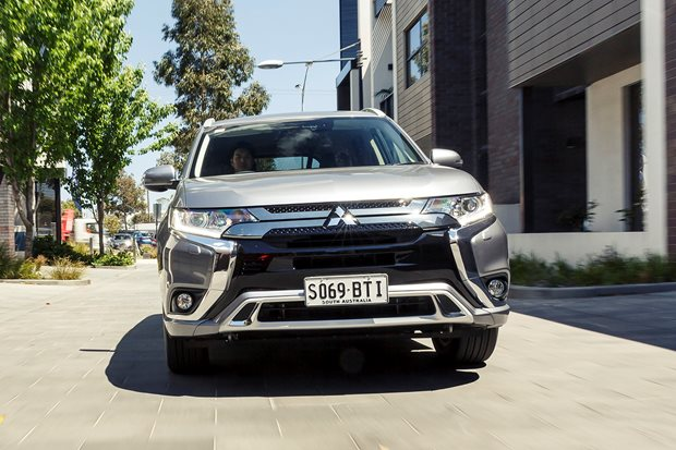 Toyota Rav4 Cruiser Hybrid v Mitsubishi Outlander PHEV comparison review