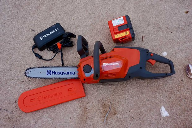 Husqvarna 120i electric chainsaw product test