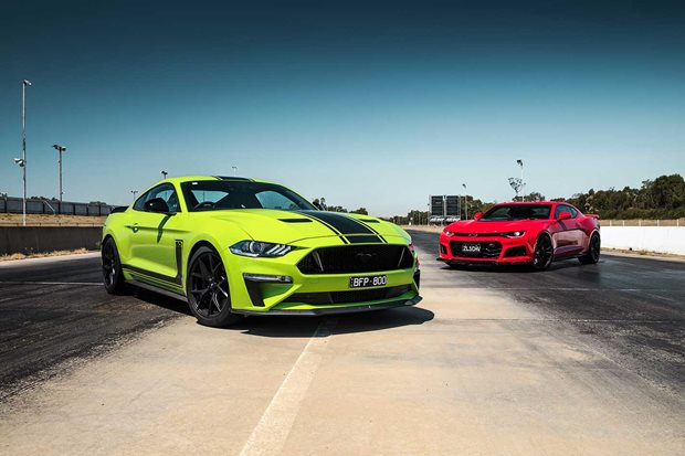 Ford Mustang R-Spec vs Chevrolet Camaro ZL1 comparison