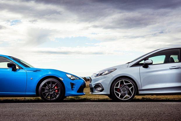Car Comparisons Expert Comparisons Of Popular Car Models