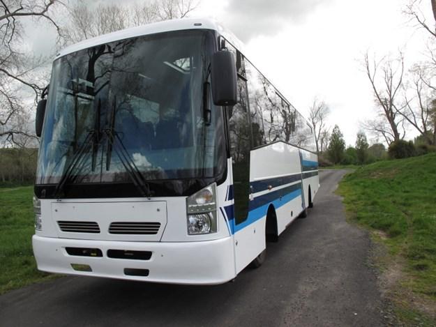 KIwi bus-isuzu-wb-front.jpg