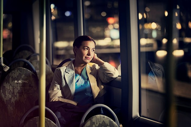 7900 Electric Interior 2015_Q3A4417_Woman_in_bus_window.jpg