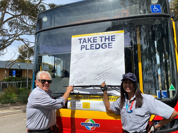 Busways staff taking the Pledge (2).JPG