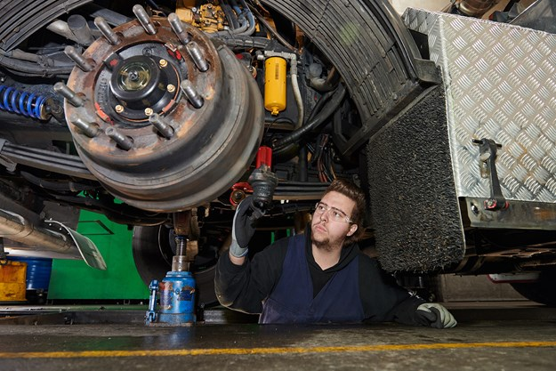 Inspecting vehicle steering components DSC_1000 2.jpg