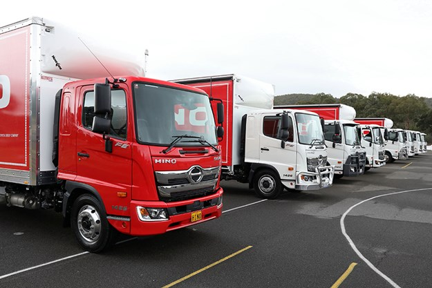 C:\GREGS FILES\7. VIDEOS\Hino Canberra 500 standard cab\500-500-60.jpg