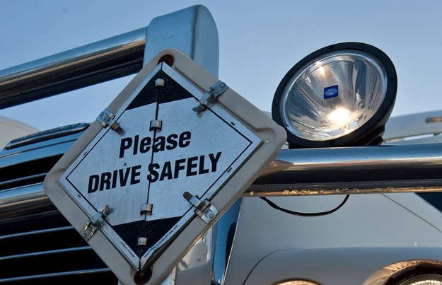 Safety message on bullbar.jpg