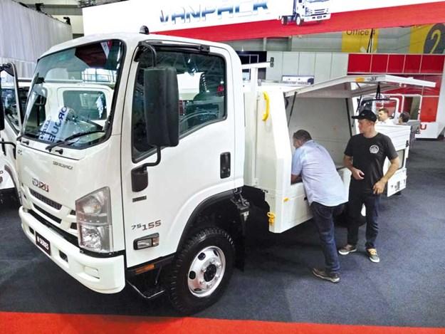 Isuzu-Takeaway-Trucks_1.jpg