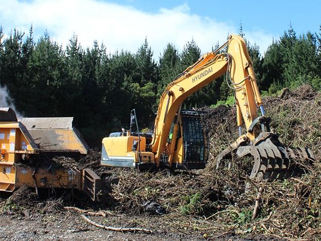 The Hyundai R140LC-9 crawler excavator processes green waste