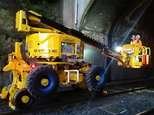 The RR14 EVO Rail Boom Lift designed specifically for rail comes with features that provide fast and safe access for rail construction