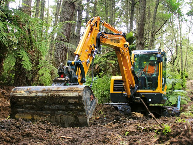 Hyundai-mini-excavators-1.jpg
