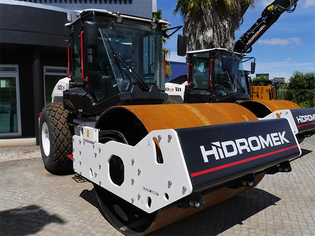 The smaller HMK110CS weighs in at 11,150kg